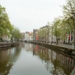 El canal Rapenburg en Leiden