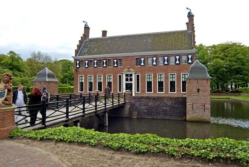 Uithuizen, castillo Menkemaborg, Groningen
