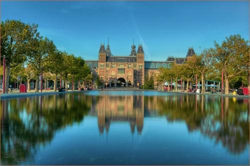 El Rijkmuseum y la Plaza de los museos, en Amsterdam