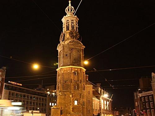Munttoren, sobre la plaza de Muntplein