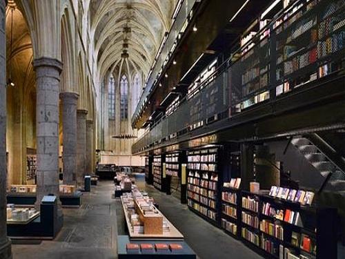 Selexyz Dominicanen, librería en una iglesia en Maastrich